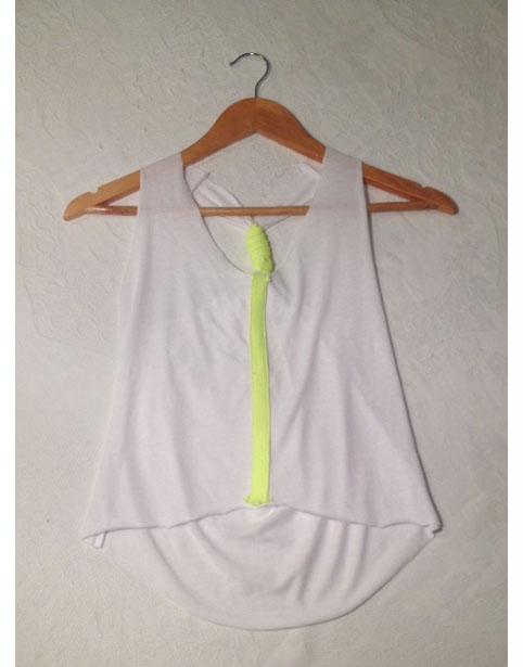 Cómo customizar una camiseta básica